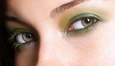 Göz renginiz ve göz şekliniz:  Marifetli bir biçimde uygulanan bir makyaj; küçük gözlerin daha büyük, mavi gözlerin daha mavi, yuvarlak gözlerin daha geniş görünmesini sağlayabilir.